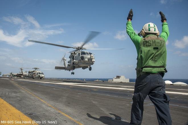 """Elicottero MH-60 Sea Hawk di stanza sulla portaerei nucleare """"George Washington"""" CVN-73 Classe Nimitz, Settima Flotta del Pacifico"""