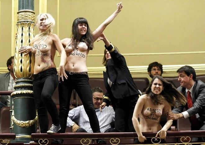 20140203-FEMEN4-660x468