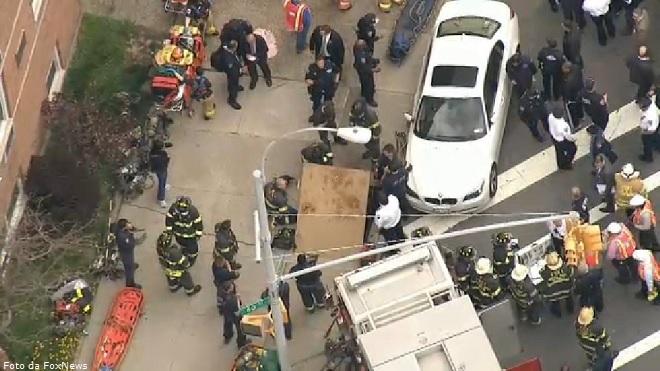 20140502-nyc-subway-derailment-660x371