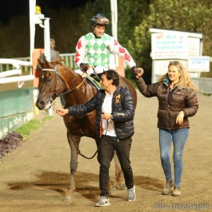Deutrom walks in with Storm Troupour