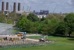 That's the 02 arena in the background (looks like large toothpicks sticking out of it).
