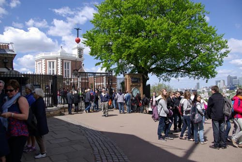 Saturday morning crowds up at the Royal Observatory - behind the gates (or 15 quid) is the Meridian Line