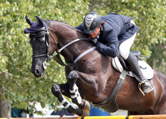 Billy Raymont and Stardom win the NZ Senior horse showjumping title.