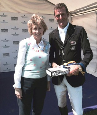 Mark Todd receives his prize for winning the CIC*** Section G with Amacuzzi from the Duchess of Devonshire. © Chatsworth Horse Trials