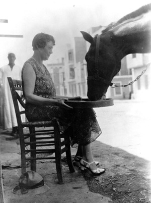 Dorothy Brooke feeding a horse outside the Old War Horse Memorial Hospital in Cairo. © The Brooke