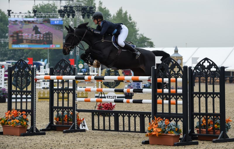 Laura Mantel and Glory BV, who won theLand Rover Grades A & B Jumping Competition.