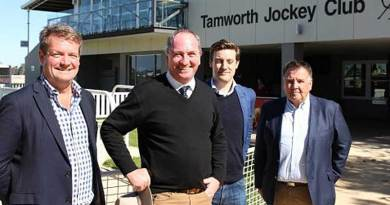 Deputy Prime Minister and Agriculture Minister Barnaby Joyce, with Peter O'Brien of Segenhoe Stud, Tom Reilly of Thoroughbred Breeders Auastralia and Derek Field of Widden Stud at Tamworth racecourse.