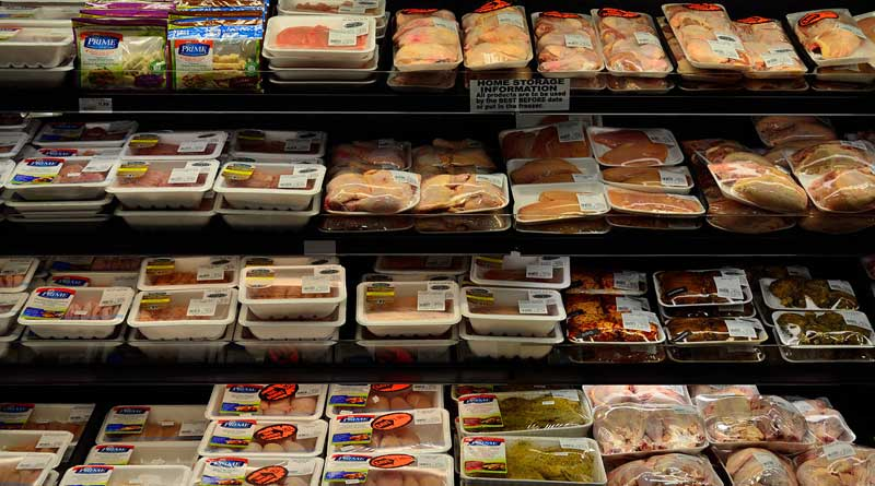 Packaged meat on display in a supermarket. Photo: Raysonho @ Open Grid Scheduler/Grid Engine CC0 1.0 via Wikimedia Commons