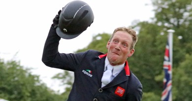 Oliver Townend shows his jubilation at winning Burghley on Ballaghmor Class. © Mike Bain