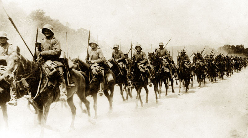 German cavalry advancing in 1918.