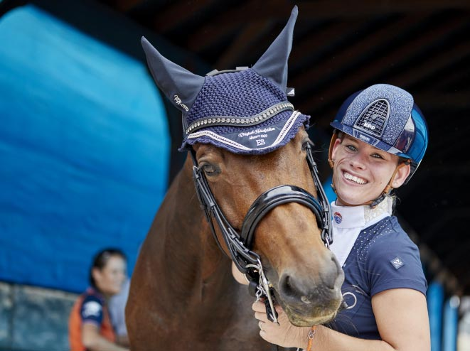 Rixt Van der Horst with her new horse, Findsley take delight in securing the gold medal in the Grade III Para Dressage at the FEI World Equestrian Games Tryon, successfully defending her World Championship individual title from Normandy 2014.