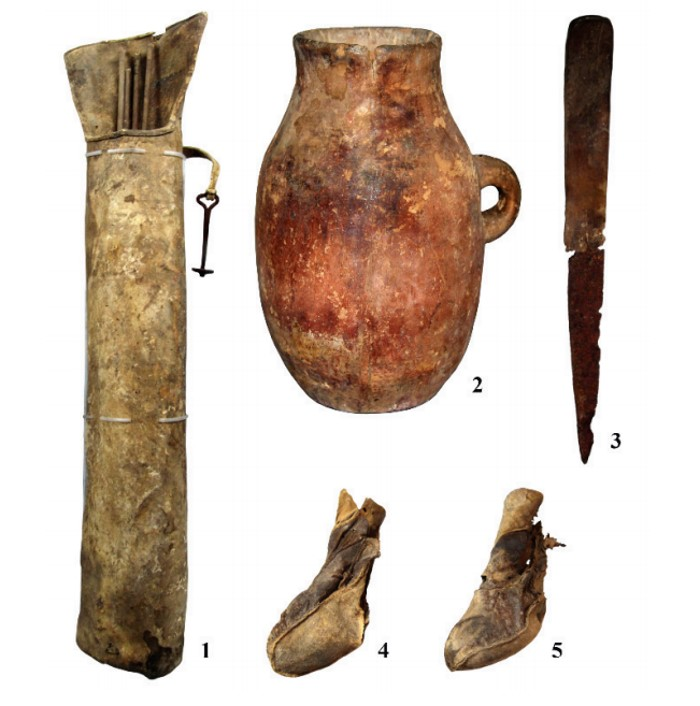 Elements of equipment and household items recovered from the cave. 1: A quiver with a hook; 2: a vessel; 3: a knife; 4 and 5: shoes. Photo: N.N. Seregin