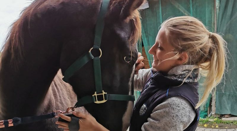 Jasmin Imfeld with Lawrence. Infield is the President of Easy Horse Care Rescue Switzerland.