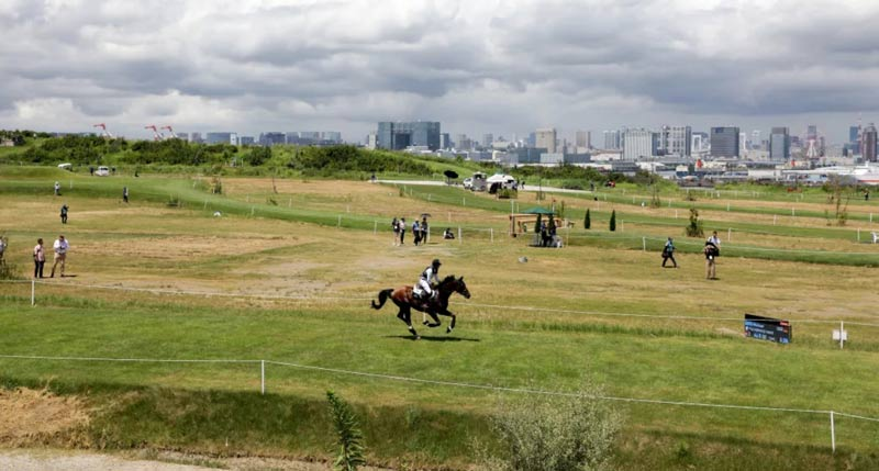 The Sea Forest cross-country course features a mix of grass, dirt and slight hills with the backdrop of the Tokyo cityscape.