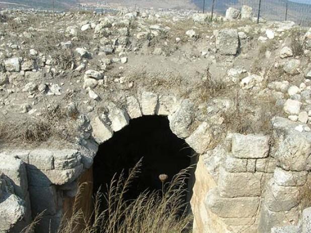 מבנים צלבניים תת-קרקעיים