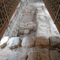 חפירות מתחת לכנסיה ממרפסת תצפית