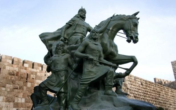 פסל צלאח א-דין בדמשק - התקופה המוסלמית הקדומה והמאוחרת