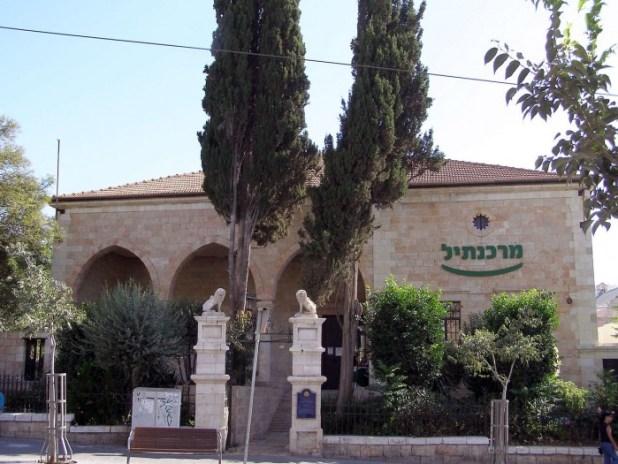 Jaffa road 64 Mashiah Borchoff House lion statues צילום: Ranbar