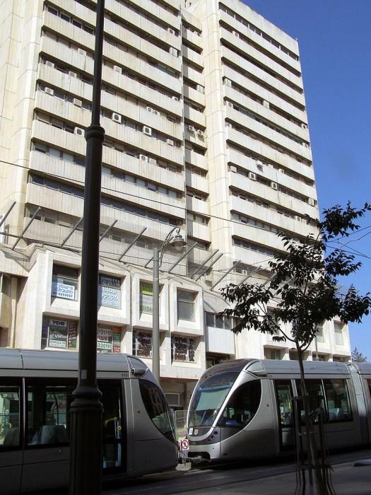 בניין כלל והרכבת הקלה צילום: Ranbar