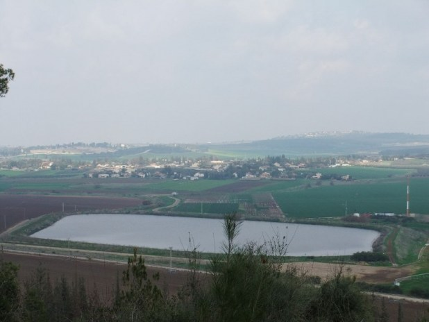 Moshav Tal Shachar from the south (Givat Harakafot). Behind on the right is Karmei Yosef. Behind on the left is Mishmar David (mainly hidden). The memorial for Israel Engineering Corps is seen on the left צילום:יעקב