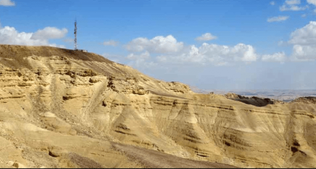 הר חלק מצד דרום צלמים: דוד בורג ואריאל ארבל