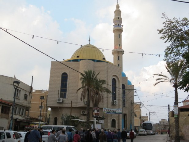 מסגד עומר בן אל-ח'טאב והרחוב הראשי ״רחוב עומר בן אל-ח'טאב״