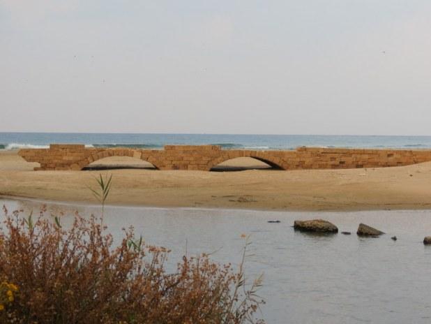 שרידי הגשר על נחל תנינים