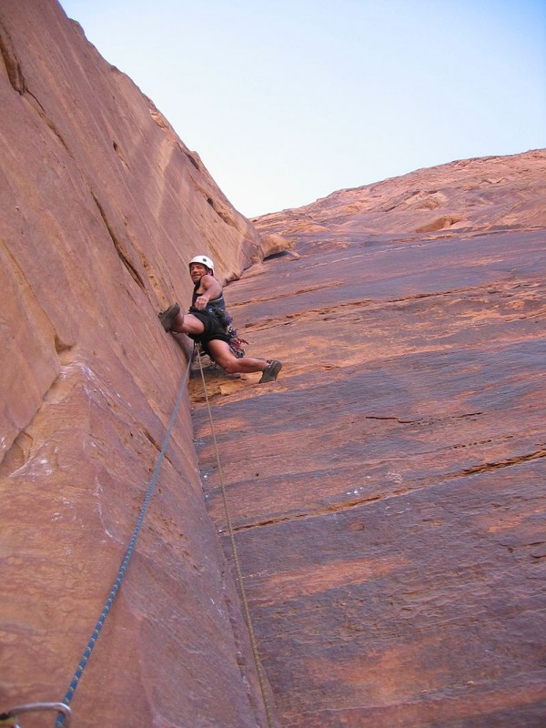 Climber on Jabal Ram צילום: Limelightangel