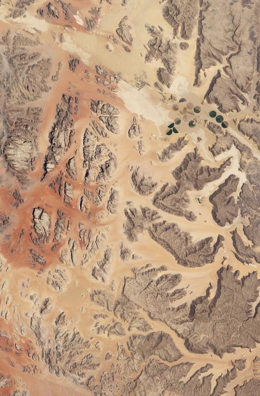 """צילום לוויין של ואדי רם, """"בקעת הירח"""" של ירדן (NASA)"""