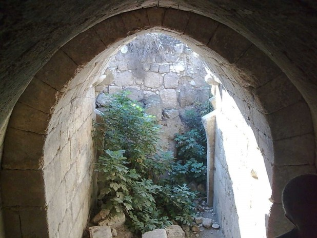Crusader arch at Tel Hanaton