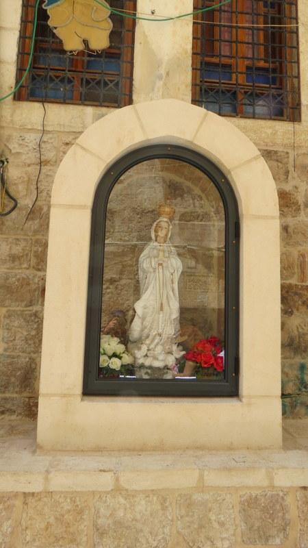יציאה ממנזר סן סלוודור