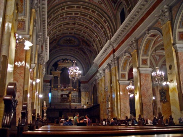 אולם הכנסייה של מנזר סן סלבדור צילום: Etan J. Tal