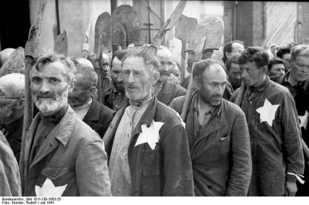 Jews of the Mogilev ghetto during forced labor Bundesarchiv, Bild 101I-138-1083-20 / Kessler, Rudolf