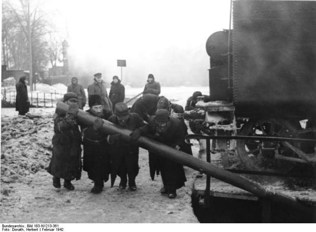 הארכיון הפדרלי הגרמני Blue pencil.svg wikidata:Q685753 ews in forced labor in Minsk. February 1942 מיקום נוכחי Allgemeiner Deutscher Nachrichtendienst - Zentralbild (Bild 183)