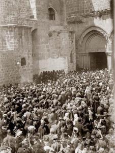 קהל ברחבת כנסיית הקבר, 1898