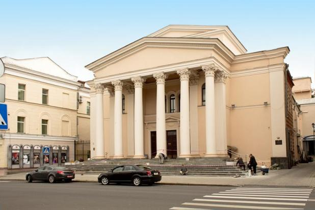 After the revolution, the Choral Synagogue fell to perform exclusively cultural roles - it was a Jewish theater, a House of Culture, a cinema with 1,2 thousand seats and, finally, in 1947, the Russian Theater created in Bobruisk moved there. The building of the former Choral Synagogue, which was rebuilt after the war, where the National Academic Drama Theater named after Maxim Gorky is now located, now looks different. Fragments of the old masonry can be seen only from the courtyard. מינסק - צילום: Jewish-Tour