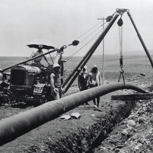 הנחת צינור הנפט כרכוכ-חיפה של ה-IPC בעמק יזרעאל, 1935 Public Domain