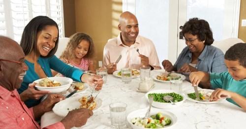 Refeições em família podem melhorar a saúde física e mental das crianças