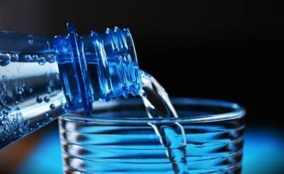 Consumir el agua que requiere tu cuerpo te ayuda a ser feliz