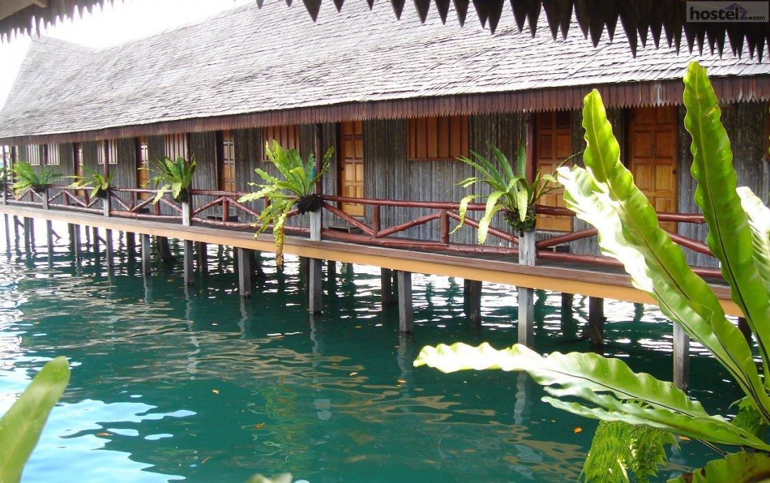 Dragon Inn Floating Hotel Semporna Malaysia Reviews