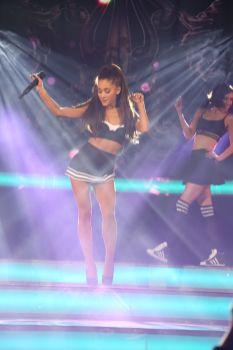 Ariana Grande (9)