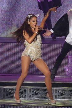 Ariana Grande (25)
