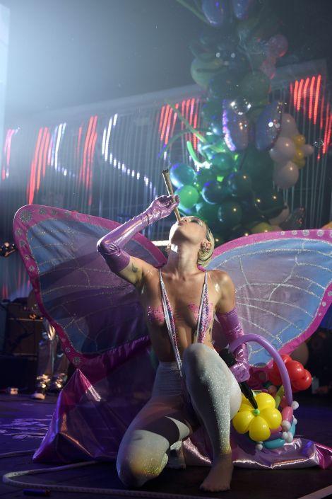 Miley Cyrus (14)