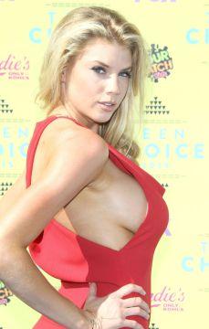 Charlotte McKinney (3)