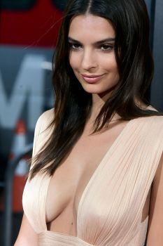 Emily Ratajkowski (27)