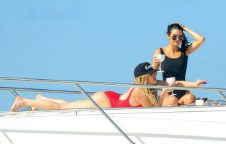 Khloe Hardashian Kendall Jenner (21)