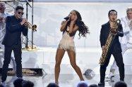 Ariana Grande (12)