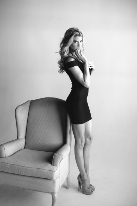 Charlotte McKinney (2)