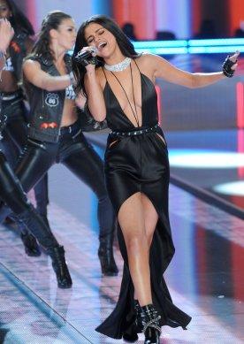 Selena Gomez (34)