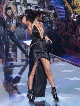 Selena Gomez (37)